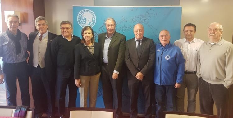 Miquel Torres amb diferents membres del seu equip - © Joan Blanch