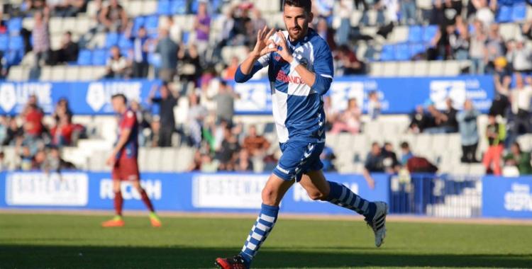 Peláez celebrant el seu gol minuts abans de lesionar-se (Roger Benet - CES)