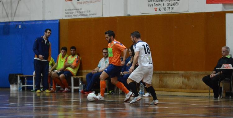 Imatge del partit de la primera volta ente Escola Pia i Peña Deportiva | Adrián Arroyo