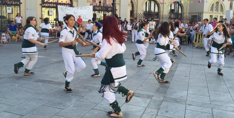Els Bastoners de Sabadell en una actuació   Arxiu
