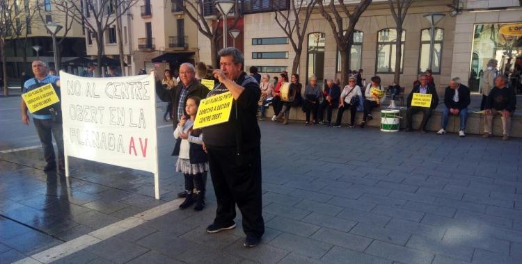 Els veïns de la Plana del Pintor s'han manifestat davant del ple | David Bisbal