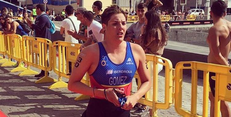 Laura Gómez després de finalitzar el segment de nedar   @LauraGomezTRI