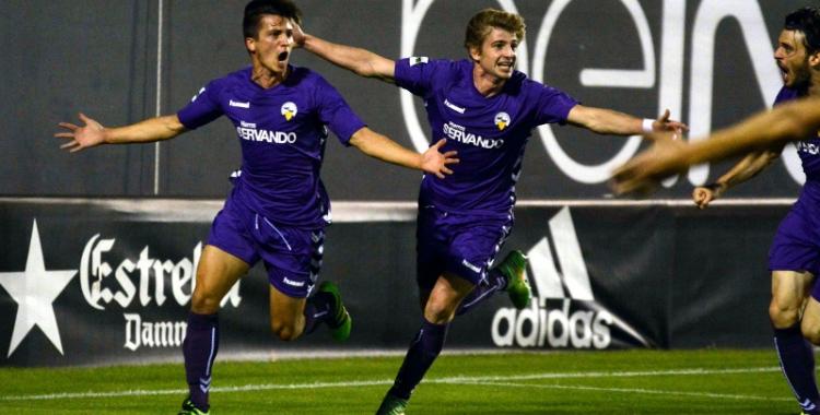 Txomin Barcina i Sergi Pastells celebrant un dels gols del Sabadell al partit de la primera volta