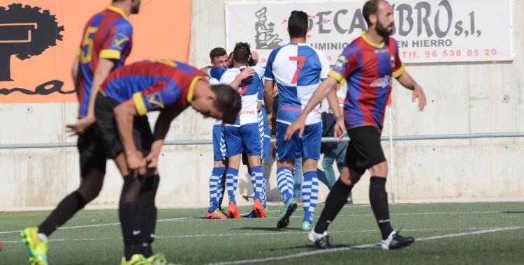 Celebració del primer gol arlequinat obra de Max Marcet | Roger Benet (CES)