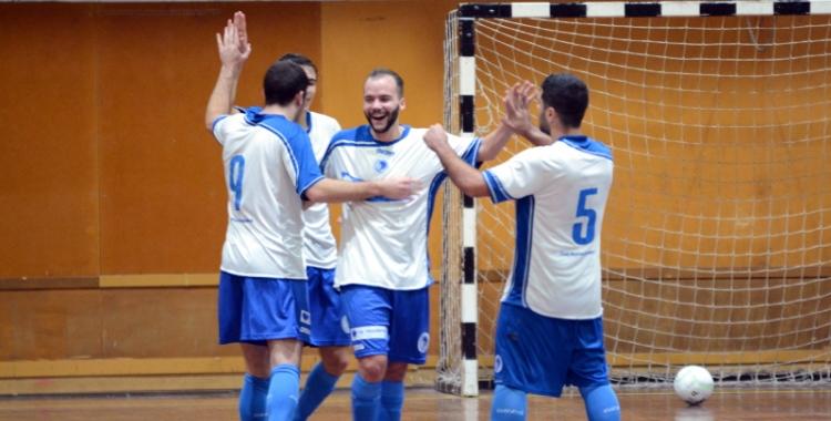 Jugadors del CNS celebrant un gol durant un partit
