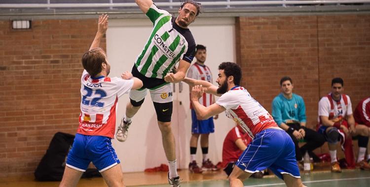 Fran Laliga entre dos defenses rivals