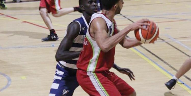 Larry Ewulu en el darrer partit de lliga dels sabadellencs