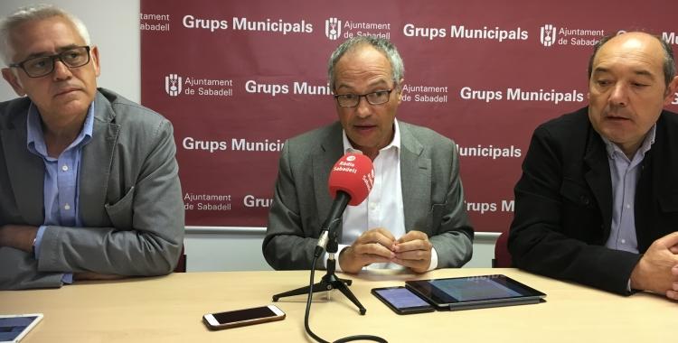 Els regidors Toni Font, Carles Rossinyol i Josep Beltran en roda de premsa   Mireia Sans
