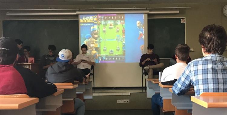 Els jugadors i el públic aquest migdia | Cedida