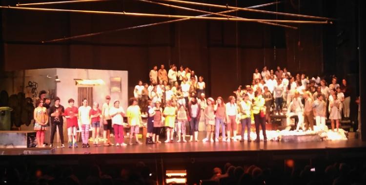 Final de l'actuació de l'òpera Meninos a La Faràndula. Autor: Eloi Moya