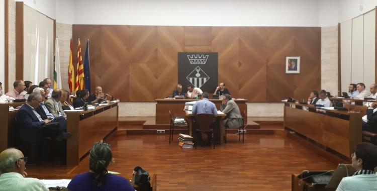 El ple ha debatut el pla extraordinari d'inersions/ Karen Madrid