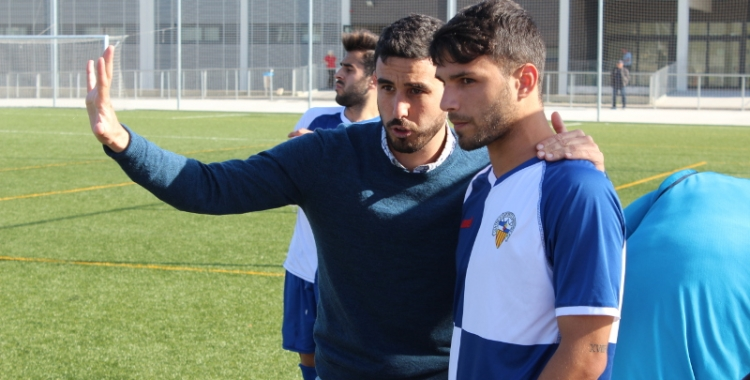 Senabre donant instruccions a Juanma Naranjo durant el Sabadell B-Olot | Adrián Arroyo