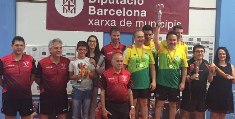 Tennis Taula Sabadell i el Ciervo celebrant els seus èxits a Calella