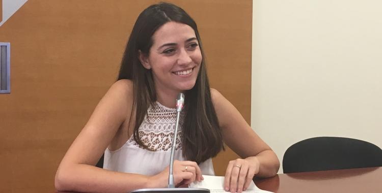 La regidora Elena Hinojo durant la roda de premsa | Mireia Sans