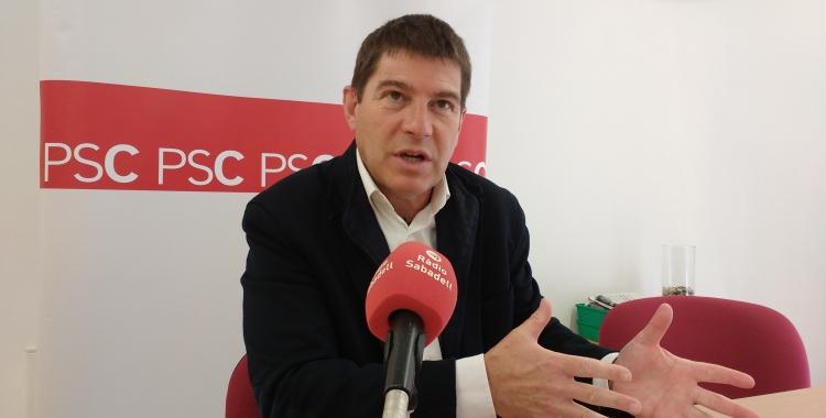 El portaveu socialista, ,Josep Ayuso, durant la roda de premsa | Karen Madrid