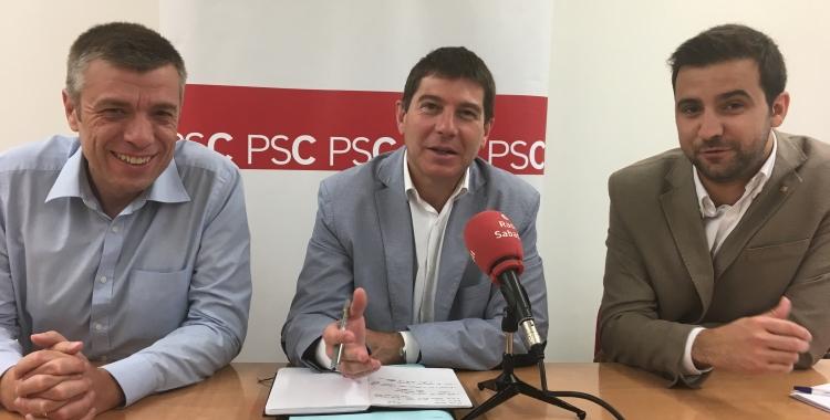 El regidor Cristian Sánchez, el portaveu, Josep Ayuso i el primer secretari, Pol Gibert | Mireia Sans