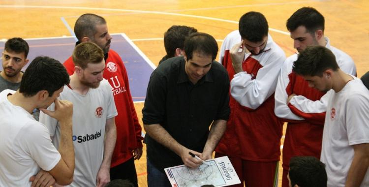 Santi Suso donant ordres en un partit d'aquesta temporada