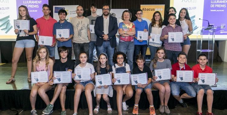 Els premiats amb l'alcalde Juli Fernández i el tinent d'alcalde Joan Berlanga. Foto: Ajuntament de Sabadell. Autor: Juanma Peláez.