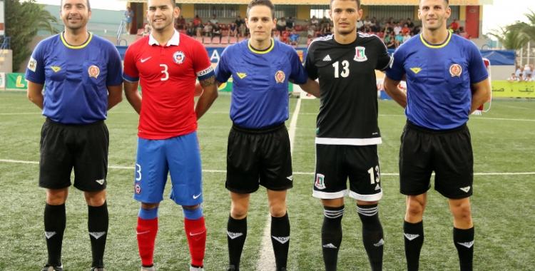 Embela (de negre) en un partit de la selecció Sub-20 de Guinea Equatorial davant Xile | C.O.T.I.F. L'Alcúdia