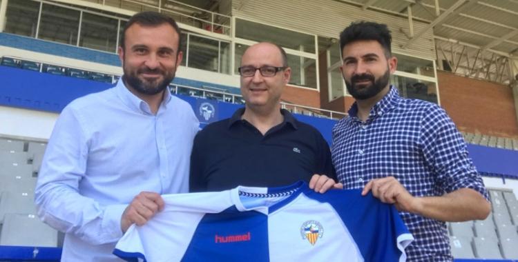 Hernández (esquerra) fa un parell de setmanes, quan va signar la seva renovació | CES