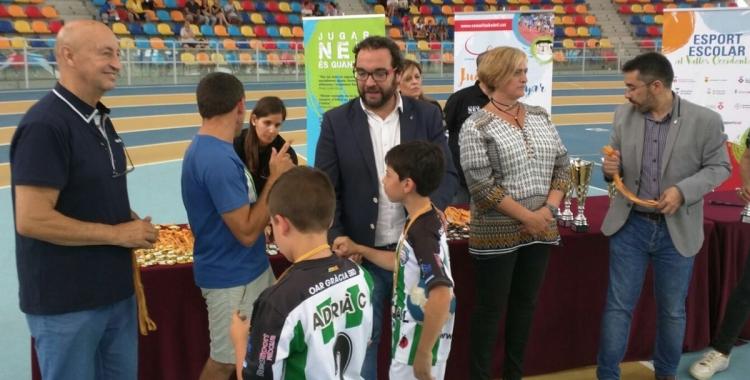 Aquest migdia s'han lliurat els premis del Consell Escolar a la Pista Coberta | OAR Gràcia