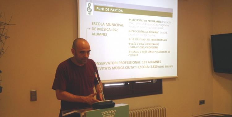 El tinent d'alcalde i regidor d'Educació, Joan Berlanga, presentant el projecte. Foto: Ràdio Sabadell