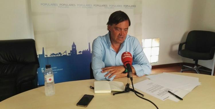 Esteban Gesa (PP) durant la roda de premsa. Foto: Partit Popular.