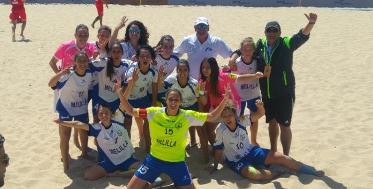 Mariajo Pons (de rosa) amb les seves companyes de l'Higicontrol