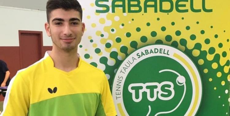 Ivan Ruiz amb els colors del Tennis Taula Sabadell
