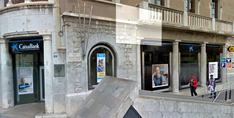 Oficina de CaixaBank al final del Passeig
