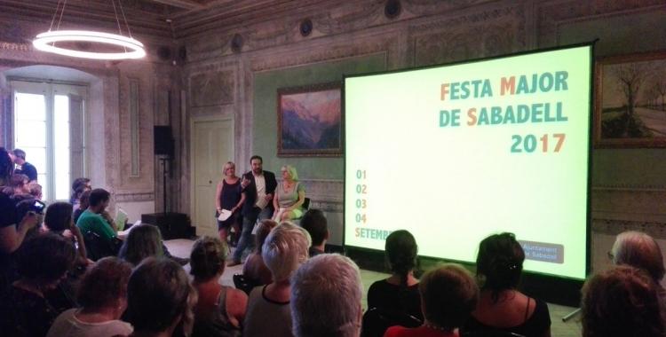 Marisol Martínez, Juli Fernàndez i Montserrat Chacón durant la presentació de la Festa Major 2017. Foto: Sabadell Cultura