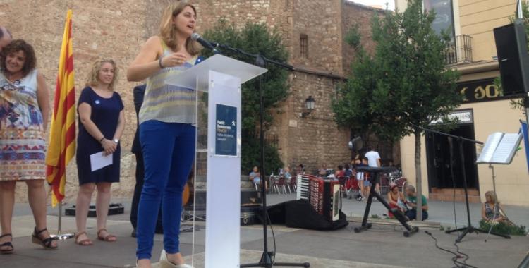 Marta Pascal parlant al faristol. Foto: Ràdio Sabadell