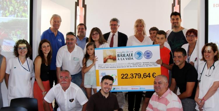 """Les entitats organitzadores de """"Sabadell corre pels nens"""" lliuren els diners al Taulí"""