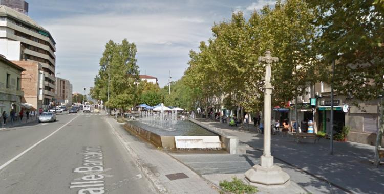 Foto de la creu en primer pla a la plaça de la Creu de Barberà. Foto: Streetview, Google.