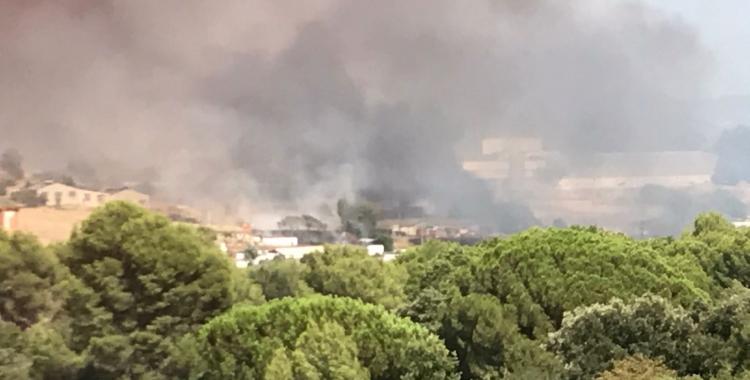 El fum de l'incendi es va poder veure des de diferents punts de Sabadell