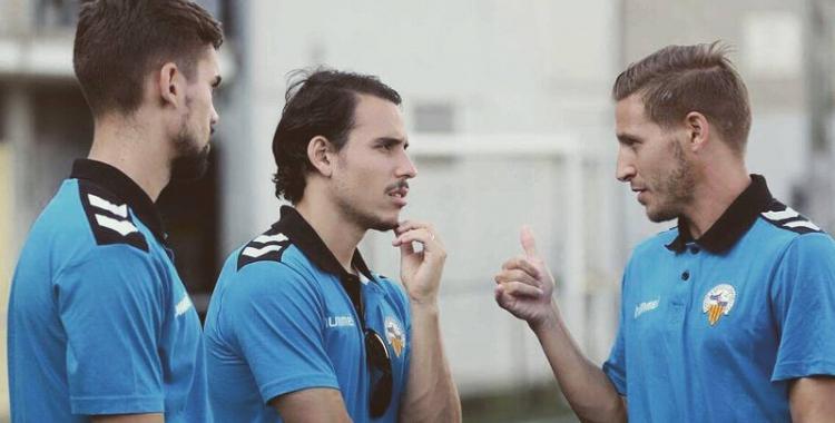 Marc Martínez (dreta) xerrant amb Gai Assulin i Adri Díaz