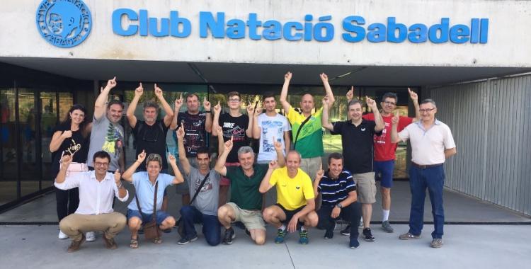 Representants del TT Sabadell celebrant l'acord amb el CN Sabadell