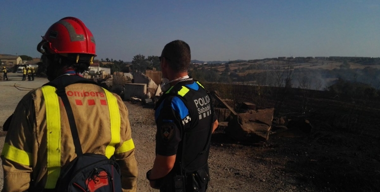 En l'extinció hi ha treballat personal del cos de Bombers de la Generalitat, Agents Rurals, Policia Municipal, Mossos d'Esquadra i ADF.