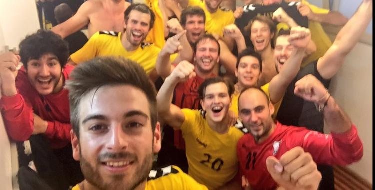 Els jugadors de l'OAR celebren la victòria a Palautordera