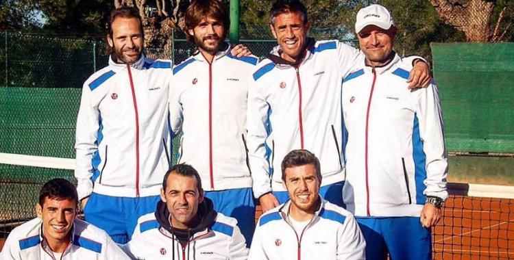 Bruno Barrientos (amb gorra) amb l'equip absolut masculí de la temporada passada