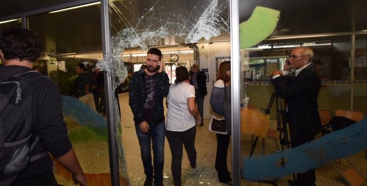 Imatge de vidres trencats a l'escola Nostra Llar/ Roger Benet