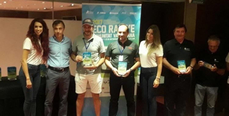 Sergi Giralt rebent el trofeu de campió a Castelló