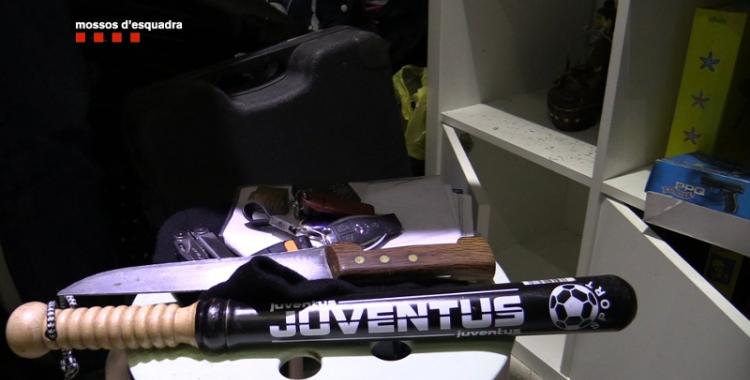 Imatge de les armes intervingudes als escorcolls/ Mossos d'Esquadra