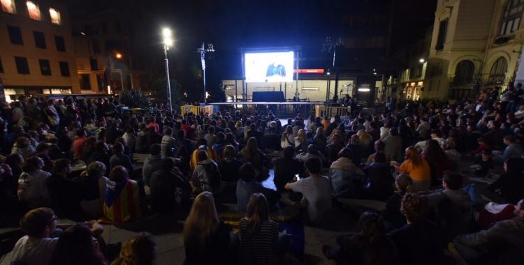 Imatge de la plaça Doctor Robert la nit de l'1-O. Foto: Roger Benet