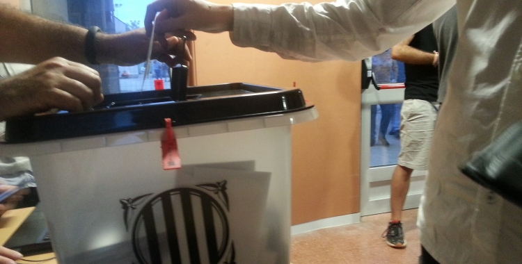 Urna del referèndum a l'IES Pau Vila   Aleix Graell