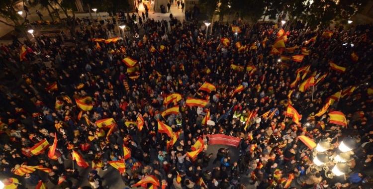 Concentració de Societat Civil Catalana a la Plaça de Sant Roc   Roger Benet