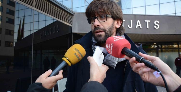 Guillem Fuster minuts abans d'entrar a declarar als Jutjats de Sabadell. | Foto: Roger Benet