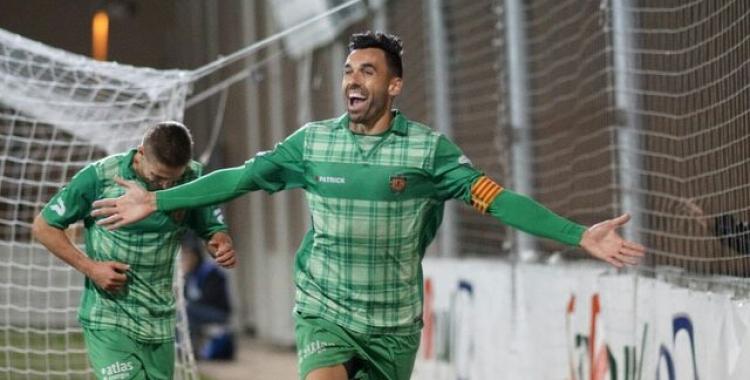 Enric Gallego celebrant un dels seus tres gols | UE Cornellà