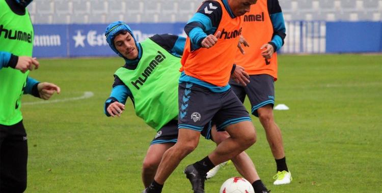 Josu Ozkoidi amb el casquet que podria fer servir per jugar contra l'Ebro | CE Sabadell