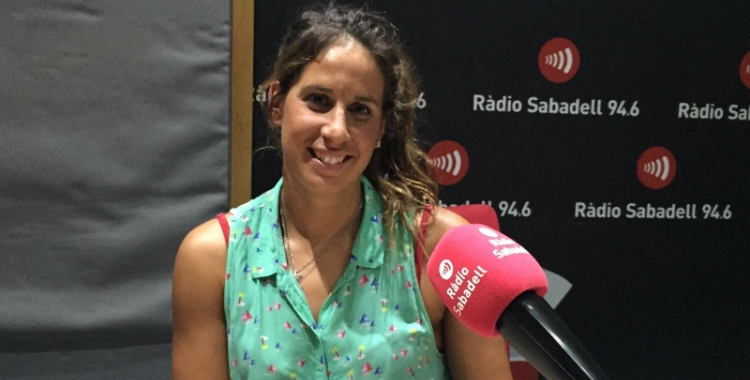 Erika Villaécija en una de les seves visites a Ràdio Sabadell